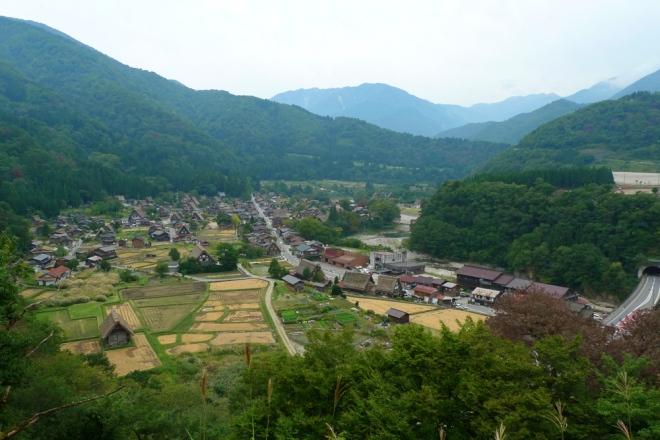 Wide shot of Shirakawa-go